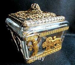 1a- boite cristal Baccarat et bronze doré, Femmes antiques et lions, CHARLES X