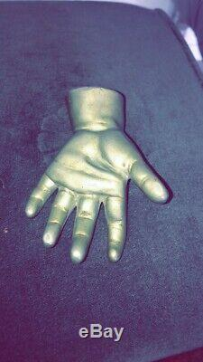 Ancien presse papier en bronze patiné forme main d'enfant fin XIXème Curiosité