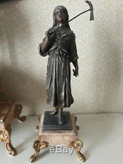 Ancienne Et Très Jolie Pendule De Cheminée Et Ses 2 Sculptures Marbre Et Bronze