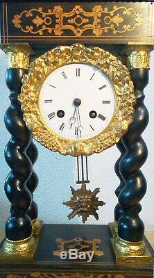 Ancienne Pendule A Colonnes Torsadees Marqueterie Bronze Dore Fonctionne Ok