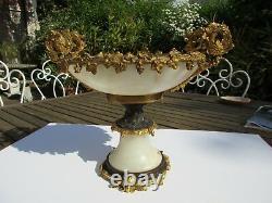 Ancienne coupe en Albâtre et monture bronze doré à deux patines