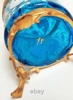 Boîte à bijoux en verre bleu émaillé blanc et or, monture bronze. Napoléon III