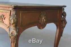 Bureau présidentiel palissandre et bronzes dorés de style Louis XV époque Napolé