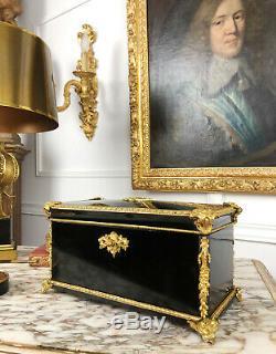 COFFRET À THÉ D'ÉPOQUE NAPOLÉON III EN BOIS LAQUÉ ORNÉ DE BRONZE DORÉ DU XIXe