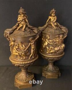 Clodion, Paire de vases couverts aux Putti, Bronze 19eme