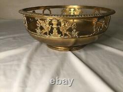 # Coupe en bronze. Napoléon III. Décor ajouré antique griffons, lion, ange