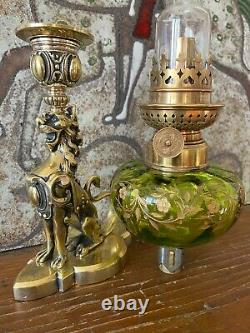 Elégante lampe au lion héraldique en bronze
