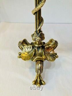Elégante paire de bougeoirs en bronze à décor de serpent, feuilles Napoléon III