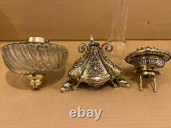 Grande lampe à pétrole 19ème aux 3 dragons / bronze et Baccarat