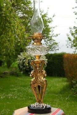 Grande lampe à pétrole Napoléon III Les 3 chimères / bronze / cristal Baccarat