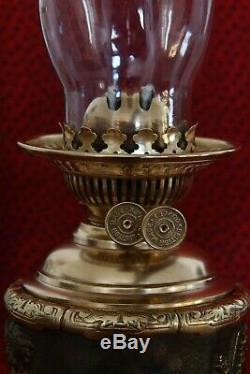 Grande lampe à pétrole ancienne en bronze épais les deux amours