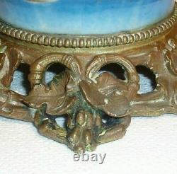 Grande lampe à pétrole bronze porcelaine de Paris polychrome Napoléon III XIXème