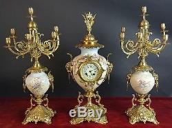 Horloge Et Deux Chandeliers. Porcelaine Et Bronze. Napoléon Iii. Du Xixe Siècle