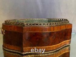Jardinière de table forme violonée à décor marqueté époque XIXe Napoléon III