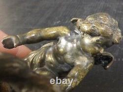 Joli Presse Papier, Sculpture en Bronze. Amour, Angelot, Putto. XIXème siècle