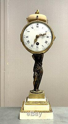 Jolie pendule époque Napoléon III en bronze doré et marbre blanc carrare