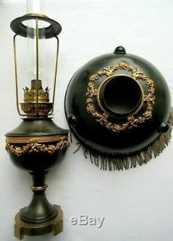 Lampe à pétrole Napoléon III, métal noir, guirlandes bronze Louis XVI, perles