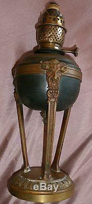 Lampe à pétrole XIXème monture athénienne bronze décor mascaron Tête de Bouc