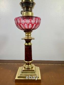 Lampe à pétrole en bronze et marbre, réservoir baccarat rouge, XIXème, oil lamp