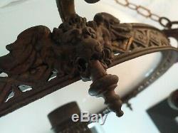 Lustre à 9 feux têtes de Lion ailées en Bronze et Opaline époque Napoléon III