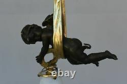 Minuscule lustre au bébé bronze doré Napoléon III