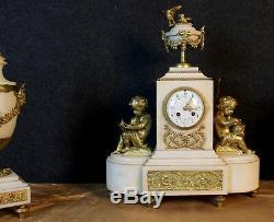 Muséale pendule époque Napoléon III avec ses deux cassolettes en bronze doré