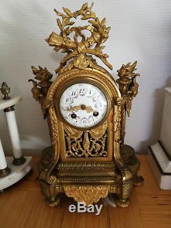 PENDULE EN BRONZE ET BRONZE DORE STYLE LOUIS XVI EPOQUE NAPOLEON III FIN 19 eme