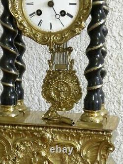 PENDULE PORTIQUE ANCIENNE SOCLE EN BRONZE DORÉ EPOQUE NAPOLÉON III HAUTEUR 50cm