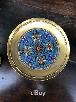 Paire De Coupes au griffon en bronze doré et cloisonné F. Barbedienne Napoléon 3