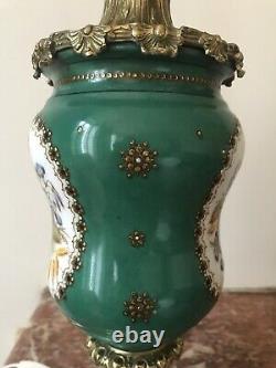 Paire De Lampes En Bronze Doré Et Porcelaine Style Neoclassique, Napoléon III