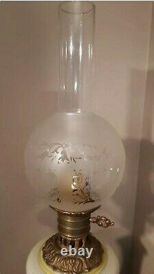Paire de Lampes à Pétrole Électrifiée Structure Bronze en Opaline Napoléon III