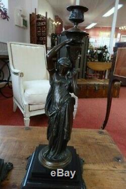 Paire de bougeoirs bronze époque Napoléon III Femme à l'Antique Vestales