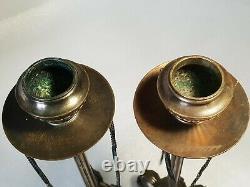 Paire de bougeoirs en Bronze patine brune pied tripode griffes