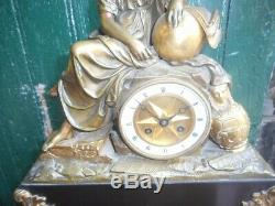 Pendule En Bronze Et Marbre Avec Un Mouvement A Fil