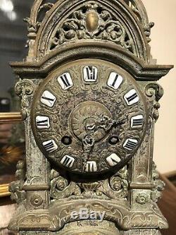 Pendule En Bronze Napoleon 3 De Style Neo Gothique