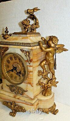 Pendule en albâtre et bronze angelot et oiseau 19 ème