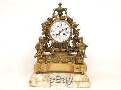 Pendule en bronze doré et marbre, décor d'angelots, Napoléon III XIXè