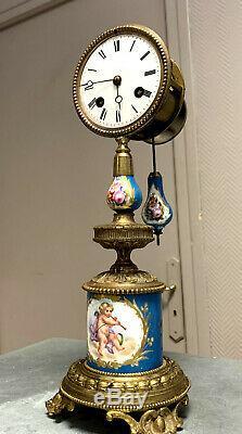 Pendule époque Napoléon III en bronze doré et porcelaine de Sèvres