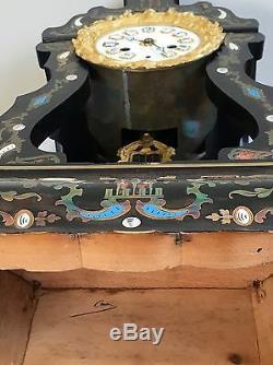 Pendule époque Napoléon III marqueterie de laiton et nacre balancier en bronze