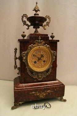 Pendule marbre rouge 19e Napoléon 3 cadran bronze doré style néo-gothique