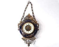 Pendule ronde oeil de boeuf bronze doré céramique émaillée Napoléon III 19è