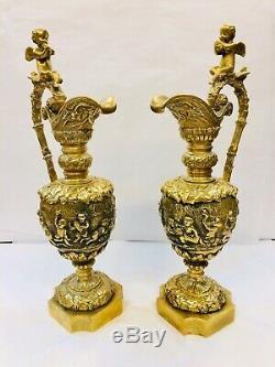 Rare belle paire daiguières décoratives en bronze décor d'angelots Napoléon III