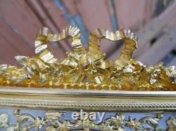 Rare cadre en bronze doré richement décoré, guirlande de fleurs époque XIXe