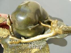 Rare encrier en bronze de vienne patiné façon trompe oeil pomme sur une feuille