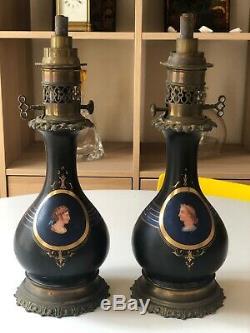 SOMPTUEUSE paire de lampes à pétrole bronze porcelaine portrait en médaillon