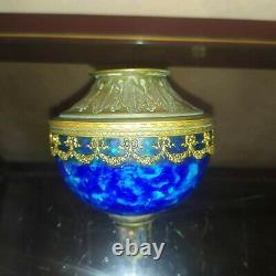 Toupie reservoir lampe à pétrole porcelaine bleu de Sevres et bronze Louis XVI