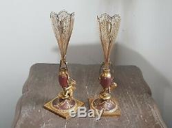 Tres Jolie Paire De Vases En Bronze Dore Napoleon III A Decor D Angelots
