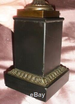Vase Médicis Napoléon III en bronze sur piédestal marbre & placage marbre noir
