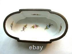 Vase jardinière Napoléon III style Louis XVI, porcelaine et bronze signée SEVRES