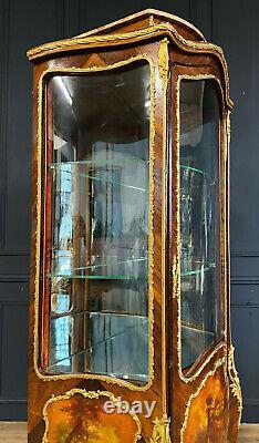 Vitrine D'époque Napoléon III En Vernis Martin Avec Une Belle Qualité De Bronzes